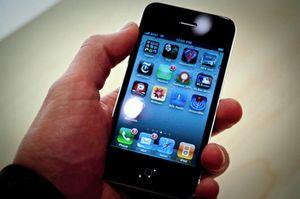 Apple избавит iphone 4 от «смертельного захвата»