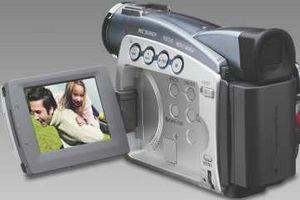 Canon выпускает новую серию видеокамер mv700
