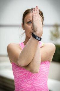 Garmin vivosmart hr стал первым фитнес-трекером компании со встроенным пульсометром
