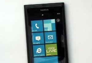 Глава nokia показал первый смартфон на windows phone