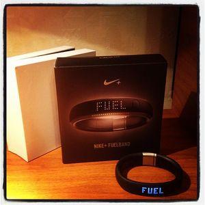 Health :: nike+ fuelband. время двигаться
