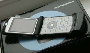 Motorola razr возвращается: легендарный «тонкофон» теперь на android