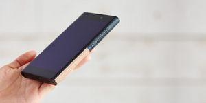 На рынок выходит «самый стильный» и «необычный» windows-смартфон. фото