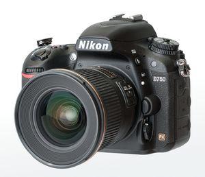 Nikon выпустил самую доступную полноформатную камеру. фото
