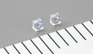 Новые миниатюрные стеклянные линзы - основа малогабаритных проекторов для смартфонов