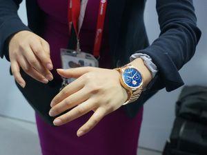 Первые фотографии смарт-часов huawei watch с mwc 2015