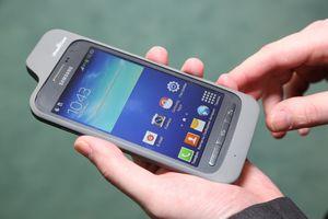 Samsung представил смартфон для слабовидящих людей