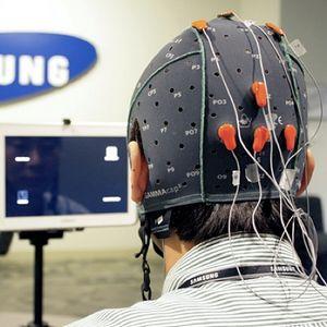 Samsung тестирует планшет, управляемый мыслями