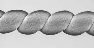 Создана нить, способная генерировать электричество при натяжении (видео)